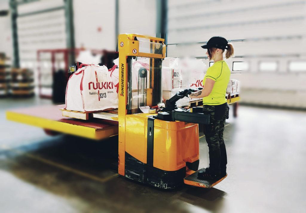 HUB logistics summer job